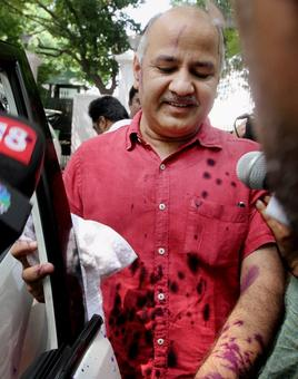 Ink attack on Manish Sisodia outside Lt Governor's house