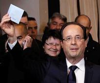 Hollande exits, leaving left-wing field open