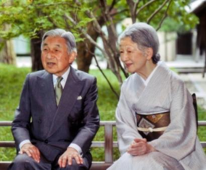 Japanese Emperor Akihito 'plans to abdicate'