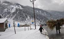 Kashmir valley experiences fresh snowfall
