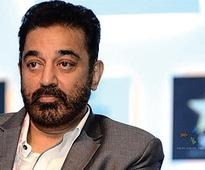 Kamal Haasan fractures leg after falling off the stairs