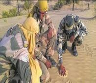 Jaisalmer Heat Unbearable - Soldiers Use Hot Sand To Cook Rice And Roast Papad