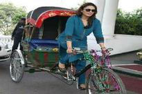 Huma Qureshi rides away in a Rickshaw in Lucknow