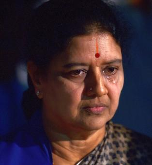 SC seals Sasikala's fate in 8 minutes, sends her to prison