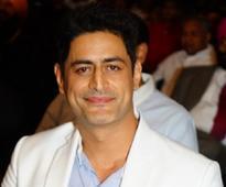 'Chakravartin Ashoka Samrat' actor Mohit Raina compliments his rumoured girlfriend Mouni Roy on Twitter