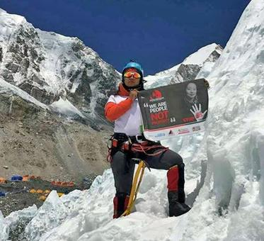 Nepali woman scales Mount Everest with anti-trafficking message