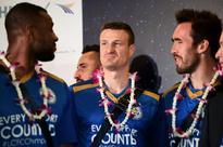 Garlands greet Leicester as triumphant Thai tour kicks off