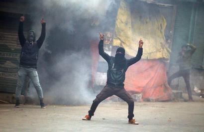 J-K govt lifts ban on social media in Kashmir
