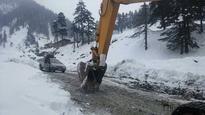 Balochistan govt declares emergency as heavy snowfall halts life