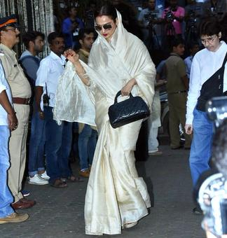 Rekha, Hema, Waheeda at Shashi's prayer meet