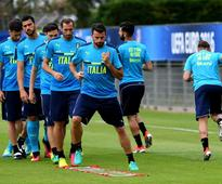 Italy urged to stick to defensive roots by Chi... Italy's defender Andrea Barzagli (C) and Italy's defender Giorgio Ch...