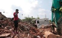 Sri Lanka: 16 killed as massive mound of garbage collapses in Colombo