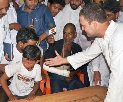 Denied entry to town, Rahul meets clash victims at Saharanpur border