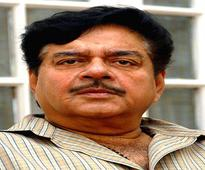 Shatrughan Sinha opts for Advani as PM