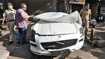 5 injured in an accident involving a high-end Mercedes