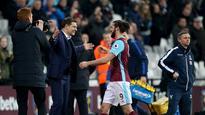 10:06West Ham boss Slaven Bilic praises 'magnificent' Hammers who make Palace pay