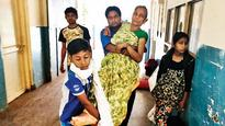 Lack of stretchers make patients lie on hospital floor