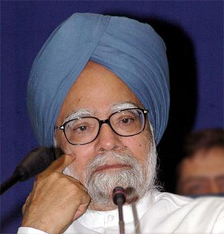 Manmohan saves RBI Guv from grilling by Parl Panel on DeMo