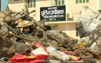 EOW SP serves notice to Gwalior municipal commissioner over tax scam, gets dumper full of garbage in return