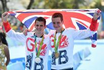 Alistair Brownlee beats bro in Rio triathlon