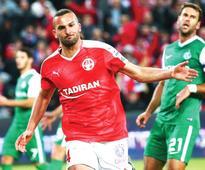 Hapoel Beersheba beats up on Maccabi Haifa