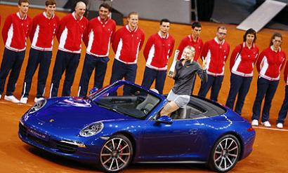 Sharapova crushes Li Na to retain Stuttgart title