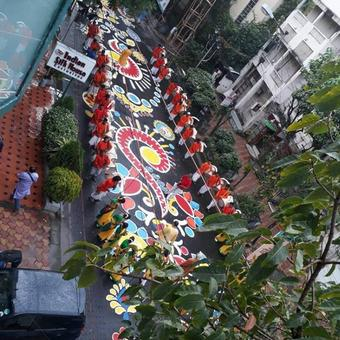 Kilometre-long rangoli ushers in Durga puja in Kolkata