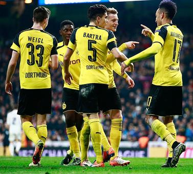 Sports Shorts: Dortmund stun Bayern; PSG sweep aside Monaco