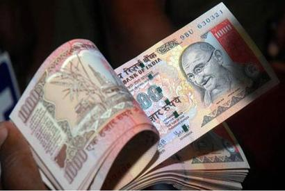 Rupee weakens further to 67.48, ends down 17 paise