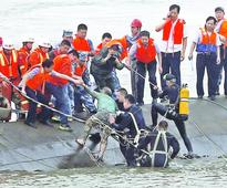 Many missing in China capsize