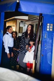 Aishwarya, Karisma, Raveena cheer their kids