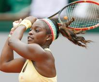 Stephens triumphs in Charleston for third title