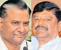Bengaluru: Failure to handle DK disturbances - CM takes Kempaiah and M N Reddi to task