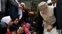 PM Modi serves langar at Golden Temple