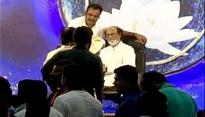 Rajinikanth interacts with fans on Day 3 of 'Janta Darbar'