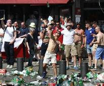 Russia, England soccer fans turn Euro Cup into battle zone, UEFA threatens with expulsion