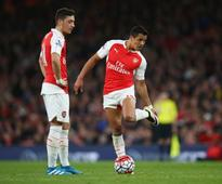 Arsene Wenger does not believe his future will impact Mesut Ozil and Alexis Sanchez contracts