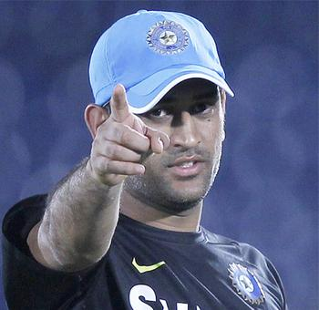 Mobile firm CMD ordered to appear in Dhoni's contempt plea