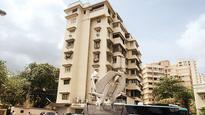 Fan climbs wall of Galaxy apartment to meet Salman Khan
