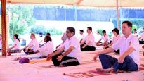 Pakistan: Yoga camp organised by Indian High Commission