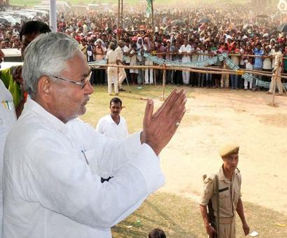 At 2 pm, Friday, Nitish Kumar will take office