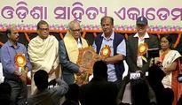 Bibhuti Patnaik receives Atibadi Jagannath Das Award