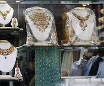 Gold futures seen falling; U.S. Fed, rupee eyed