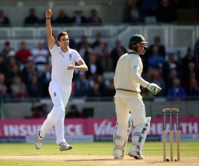 Batting collapse leaves Australia battling to save Test