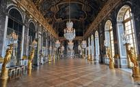 Versailles Palace accused of throwing out art historian for 'commenting on works in English' to friends