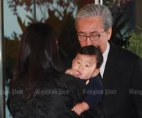 Bhutanese royals arrive in Bangkok