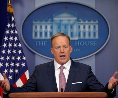 White House bars CNN, NYT, LA Times, BuzzFeed from press briefing