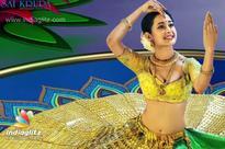 Pragya dances to glory in 14-kg gold-coated lehenga