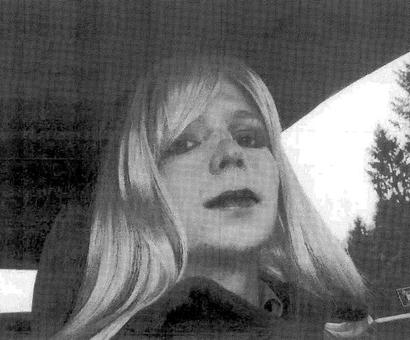 Obama commutes sentence of WikiLeaks source Chelsea Manning