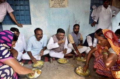 Bihar flood toll reaches 156, twins born on boat